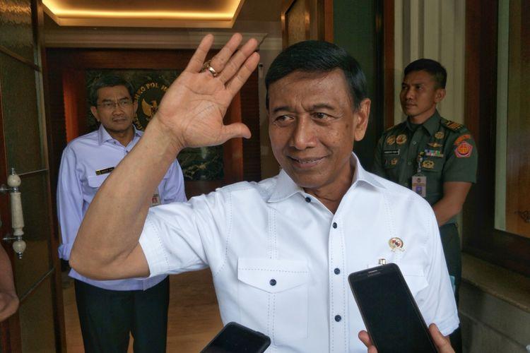 Menteri Koordinator Bidang Politik, Hukum dan Keamanan Wiranto usai rapat koordinasi terbatas tingkat menteri di Kemenko Polhukam, Jakarta Pusat, Rabu (1/11/2017).