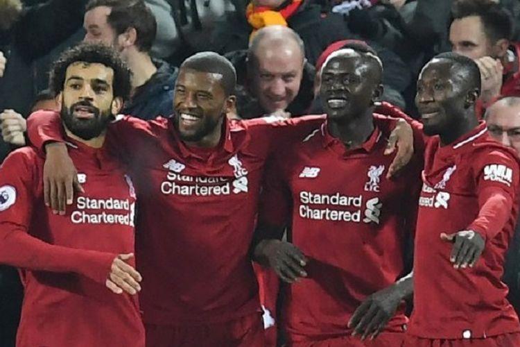 Mohamed Salah, Georginio Wijnaldum, dan Naby Keita merayakan gol Sadio Mane pada pertandingan Liverpool vs Manchester United di Stadion Anfield dalam lanjutan Liga Inggris, 16 Desember 2018.