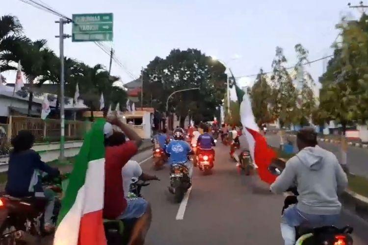 Ratusan pendukung timnas Italia di Kota Tual dan Maluku Tenggara menggelar konvoi di jalan-jalan untuk merayakan kemenangan tim keseyaangannya, Kamis pagi (17/6/2021)