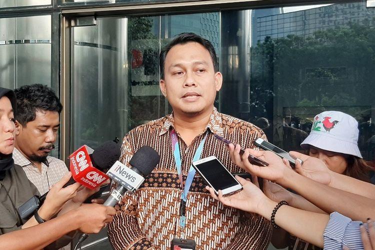 Plt Juru Bicara KPK Ali Fikri memberi keterangan kepada wartawan di Gedung Merah Putih KPK, Senin (6/1/2019).