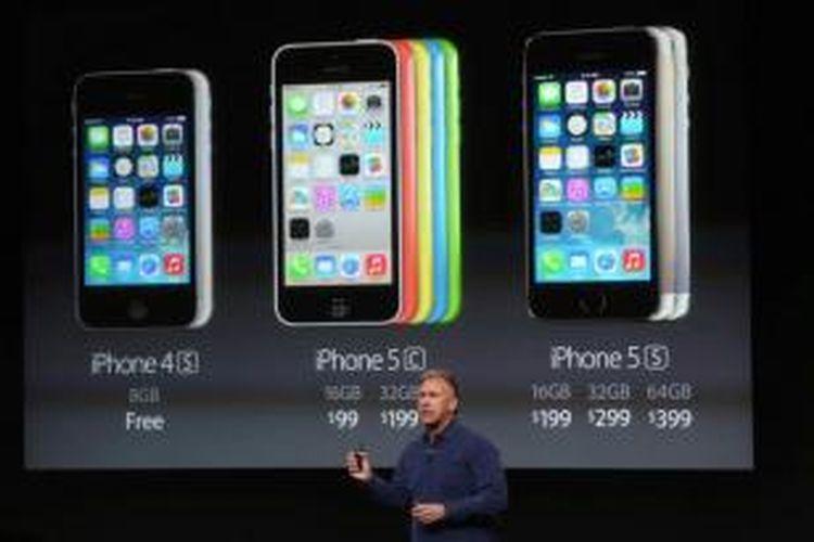 Senior Vice President Apple untuk pemasaran Phil Schiller berbicara tentang harga untuk iPhone baru saat pengumuman produk Apple di kampus Apple, 10 September 2013 di Cupertino, California.