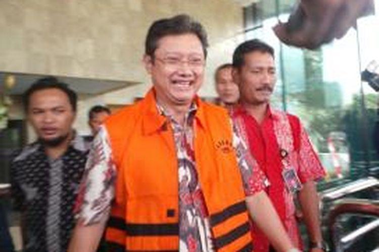 Komisi Pemberantasan Korupsi (KPK) menahan mantan Sekretaris Daerah Pemkot Bandung Edi Siswadi, Jumat (16/8/2013), terkait kasus dugaan suap penanganan perkara bantuan sosial Pemerintah Kota Bandung.