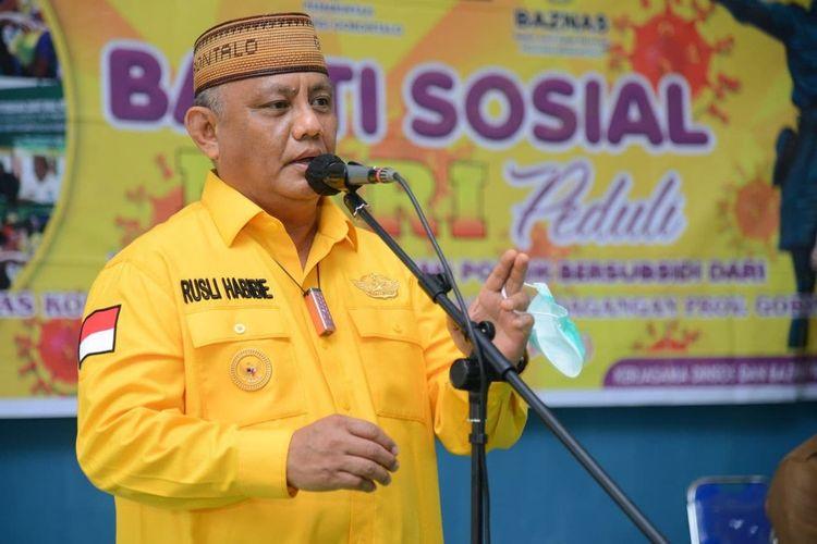 Gubernur Gorontalo Rusli Habibie belum mengizinkan pembukaan sekolah pada awal tahun baru ini karena tingginya penularan Covid-19 di daerah ini.