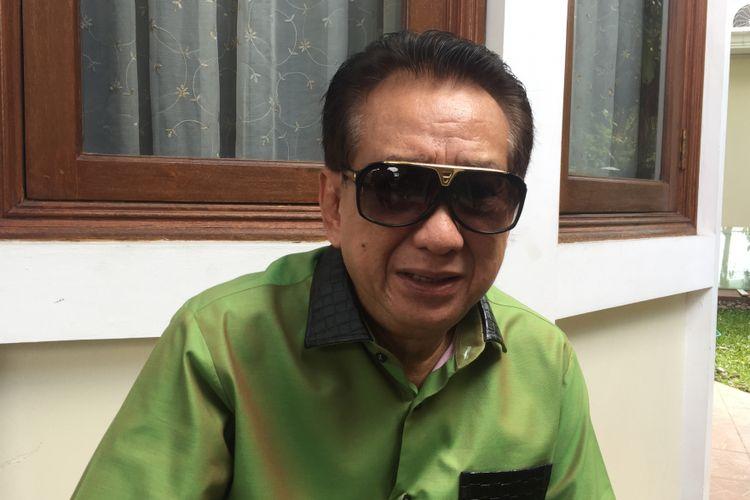 Anwar Fuady melayat ke rumah duka Sys NS di kawasan Kemang Timur, Jakarta Selatan, Selasa (24/1/2018).
