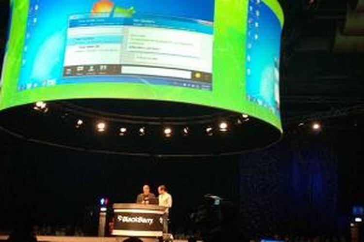 Demo BBM di desktop dalam pembukaan BlackBerry Jam Asia 2013
