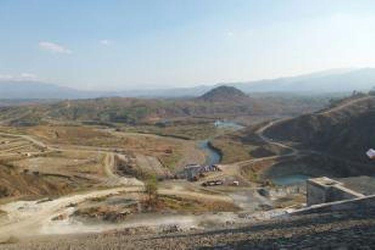 Pengisian awal Waduk Jatigede, di Kecamatan Jatigede, Kabupaten Sumedang, Jawa Barat, secara resmi dilakukan oleh Menteri Pekerjaan Umum dan Perumahan Rakyat (PUPR) Basuki Hadimuljono dengan menutup