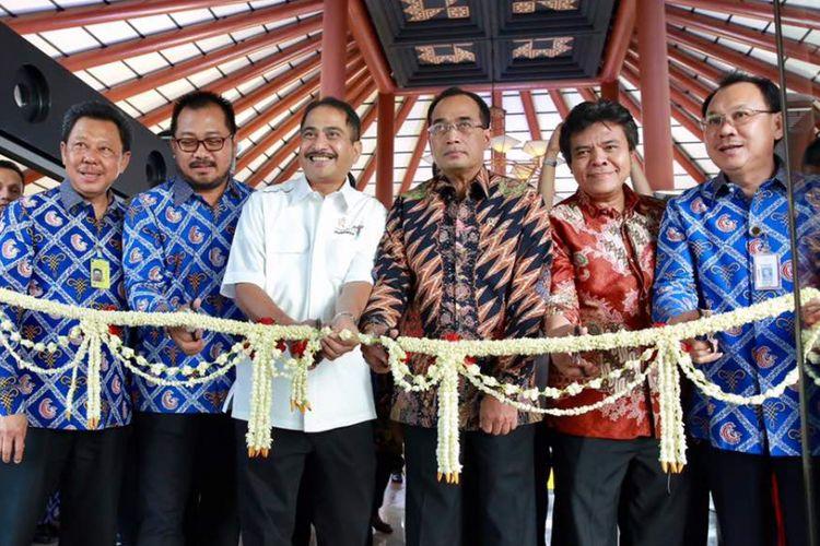 Nam Air melayani Direct Flight Jakarta-Banyuwangi dimulai hari ini (16/6/2017). Berkembangnya dunia pariwisata Banyuwangi membutuhkan kemudahan akses.