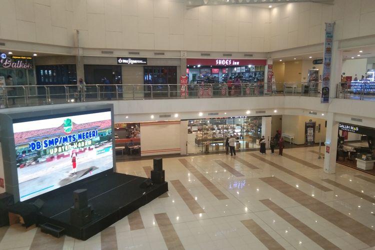 Suasana Mal Karawang Central Plaza (KCP) Galuh Mas Karawang, Senin (28/6/2020).