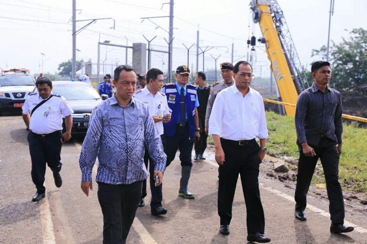 Menhub Budi Karya Sumadi sambangi lokasi ambrolnya tembok Jalan Perimeter Selatan Bandara Soekarno-Hatta, Rabu (7/2/2018).
