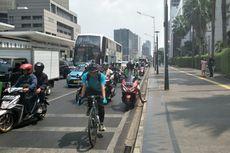 Hari Pertama Uji Coba, Jalur Sepeda di Jalan MH Thamrin Banyak Dilintasi Sepeda Motor