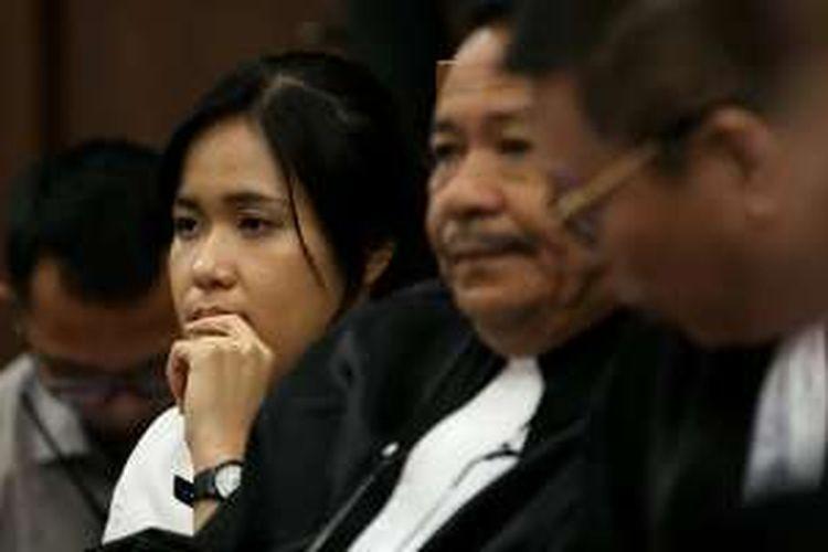 Terdakwa Jessica Kumala Wongso menjalani sidang lanjutan di Pengadilan Negeri Jakarta Pusat, Rabu (14/9/2016). Dr rer nat (Doktor Ilmu Sains) Budiawan, ahli toksikologi kimia dihadirkan pihak Jessica Kumala Wongso sebagai saksi meringankan.