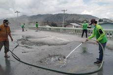 Bantu Korban Erupsi Gunung Sinabung, Dompet Dhuafa Bagikan Masker dan Bersihkan Masjid