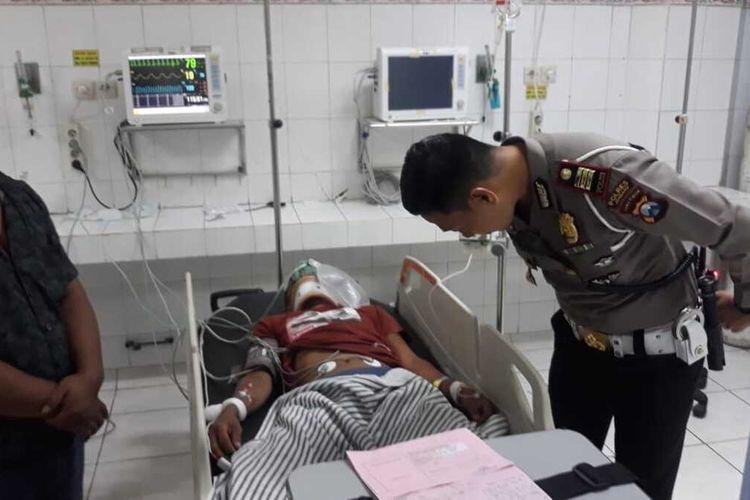 Salah satu korban kecelakaan antara Daihatsu Xenia dengan truk tronton Hino, menjalani perawatan intensif di RSUD Jombang, Jawa Timur, Senin (20/1/2020).