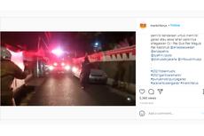 Jangan Sampai Terulang, Truk Pemadam Kebakaran Terhalang Mobil Parkir di Badan Jalan