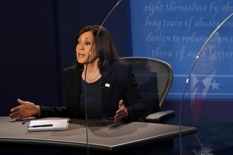 Calon wakil presiden (cawapres) dari Partai Demokrat Kamala Harris mengungkapkan pendapatnya dalam debat cawapres AS, Rabu (7/10/2020), di Kingsbury Hall di kampus University of Utah, Salt Lake City, Utah, AS.
