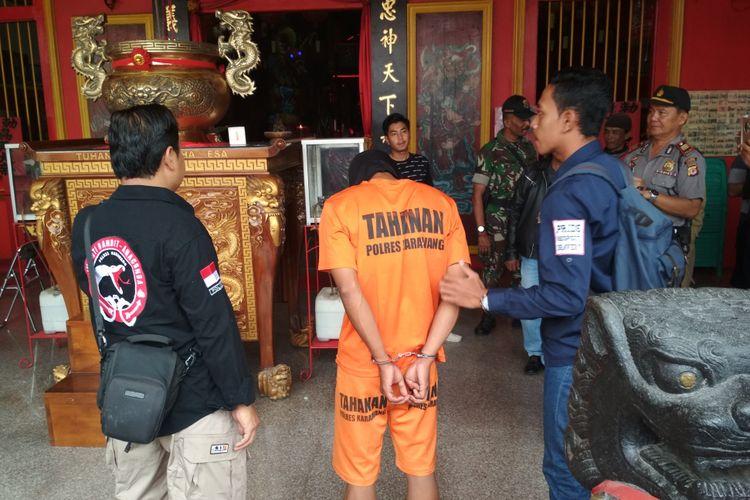 Dadang Purnama, pelaku teror Kelenteng Kwan Tee Koen, diduga pernah meneror Pospol Johar menjelang Natal pada Desember 2017.