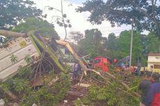 Gegara Rem Blong di Jalan Lingkar Salatiga, Truk Terguling Masuk ke Area Makam