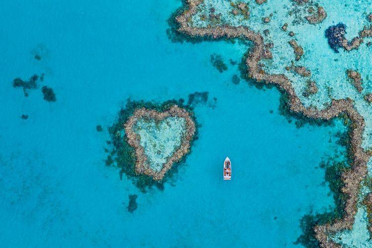 Susunan batu karang bernama Heart Reef di Great Barrier Reef, Australia.
