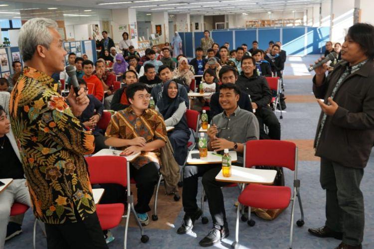 Gubernur Jawa Tengah Ganjar Pranowo bertemu dan berdiskusi dengan pemagang dan pelajar di Toyota Industrial & Cultural Center, Jepang, Sabtu (10/11/2018).