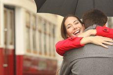 Sering Berpelukan Bikin Pasangan Lebih Panjang Umur