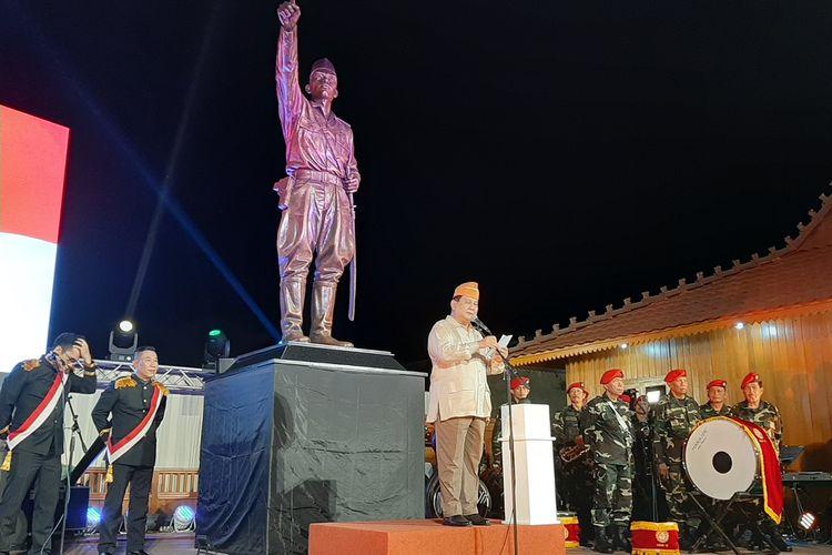 Menteri Pertahanan Prabowo Subianto saat memberikan sambutan diacara peresmian Patung Panglima Besar Jenderal Sudirman di Turusan, Desa Banyuraden, Kecamatan Gamping, Kabupaten Sleman.