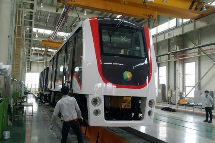 Tampak salah satu gerbong dari skytrain yang akan digunakan di Bandara Soekarno-Hatta, Tangerang, pertengahan tahun 2017. Skytrain dioperasikan untuk mengakomodasi perpindahan penumpang dari satu terminal ke terminal lainnya.