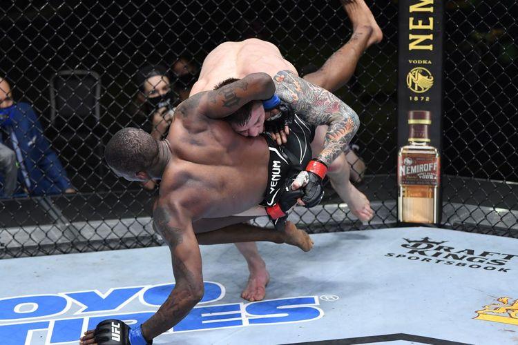 Marvin Vettori mengalahkan Kevin Holland lewat keputusan mutlak secara dominan, 50-44, 50-44, dan 50-44, pada laga UFC Vegas 23 di UFC Apex, Las Vegas, Amerika Serikat, Minggu (11/4/2021) pagi WIB.