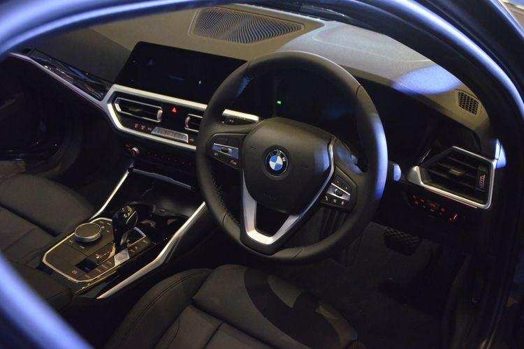 BMW 320i Sport resmi meluncur di Indonesia.