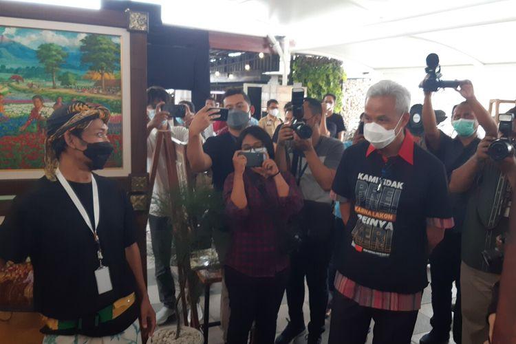 Gubernur Jawa Tengah Ganjar Pranowo saat menghadiri talkshow event UKM virtual expo di Solo, Selasa (21/9/2021).