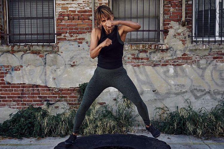 Aktivitas olahraga Fitness Friday Halle Berry.