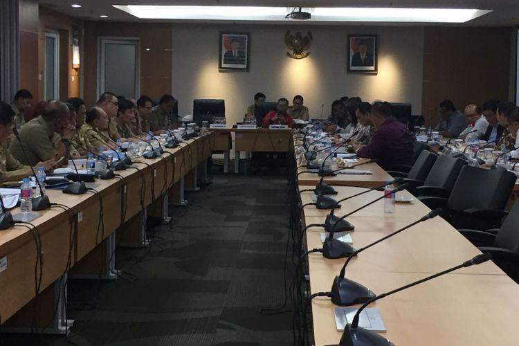 Ketua DPRD DKI Jakarta Prasetio Edi Marsudi meminpin rapat Laporan Keuangan Pertanggungjawaban tahun anggaran 2017 di Gedung DPRD, Senin (23/7/2018).