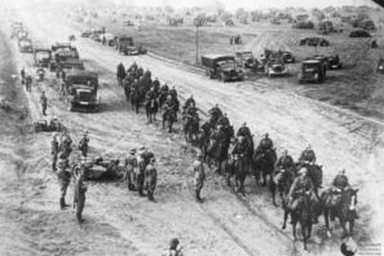 Pasukan Kavaleri Jerman memasuki wilayah Polandia pada September 1939 yang sekaligus memulai Perang Dunia II.