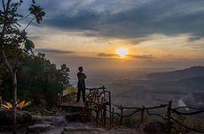 Menyambut Keindahan Matahari Terbit di Watu Payung Prambanan