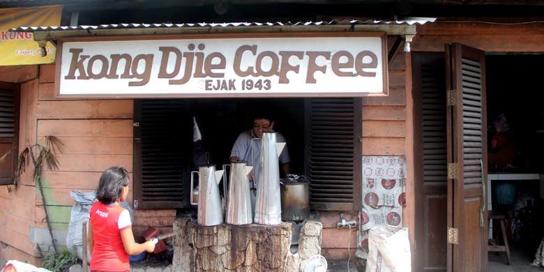 Warung Kopi Kong Djie yang terletak di persimpangan jalan Siburik Barat dan Jalan Kemuning, Tanjung Pandan, Belitung.