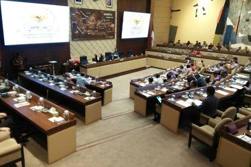 Rapat Komisi II, Mensesneg Dicecar Pertanyaan Terkait Revitalisasi Monas