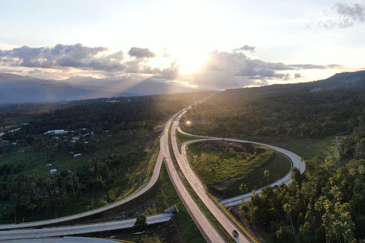 Ilustrasi pemandangan salah satu ruas tol Jasa Marga.