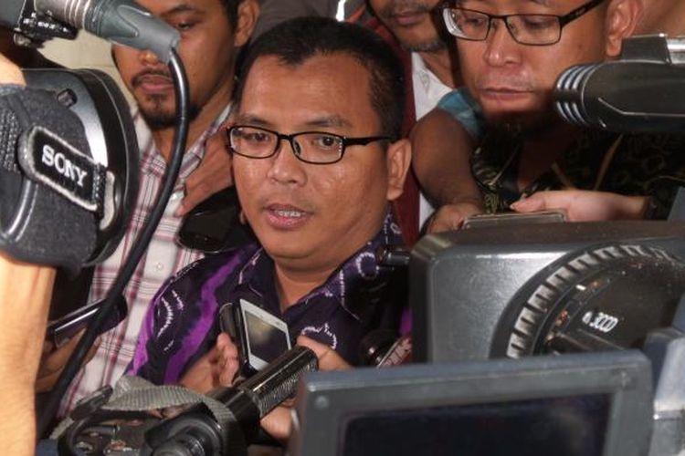 Mantan Wakil Menteri Hukum dan HAM, Denny Indrayana, tiba di Bareskrim Polri, Kamis (2/4/2015). Denny dipanggil sebagai tersangka untuk pemeriksaan lanjutan kasus dugaan korupsi payment gateway di Kemenkumham.