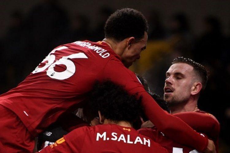 Trent Alexander-Arnold, Mohamed Salah, dan Jordan Henderson pada laga Wolverhampton Wanderers vs Liverpool dalam lanjutan pekan ke-24 Liga Inggris 2019-2020.