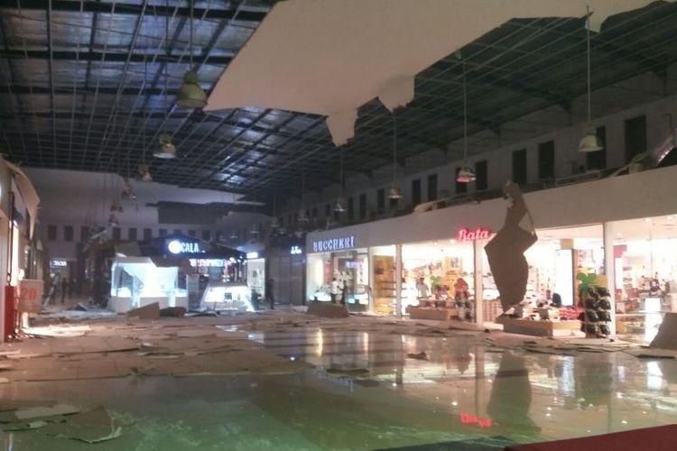 Kondisi pusat perbelanjaan Maluku City Mall setelah Ambon diguncang gempa sebanyak 5 kali, Selasa (31/10/2017) malam.