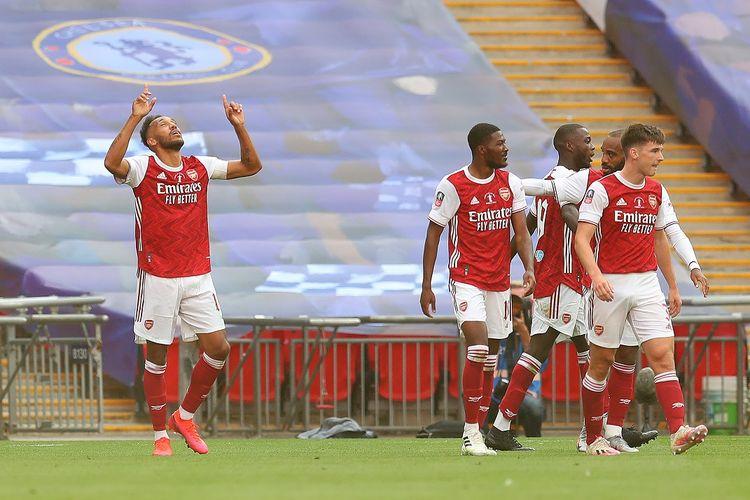 Striker Gabon asal Gabon Pierre-Emerick Aubameyang merayakan gol kedua timnya saat pertandingan final Piala FA antara Arsenal dan Chelsea di Stadion Wembley di London, pada 1 Agustus 2020.