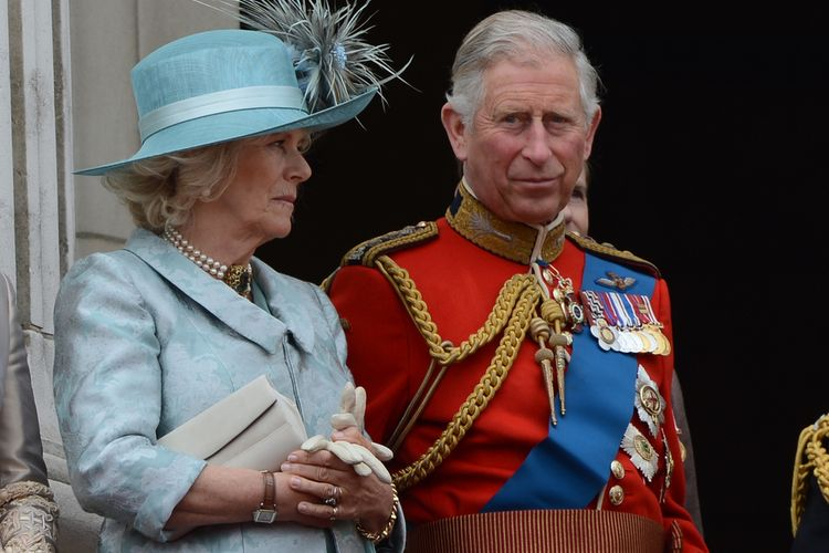 Pangeran Charles dan  Camilla Parker Bowles.