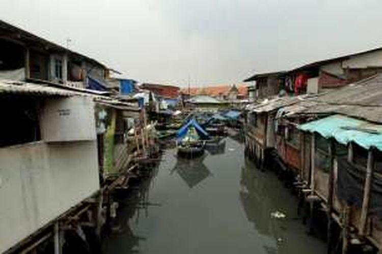 Suasana permukiman warga di Luar Batang, Penjaringan, Jakarta Utara, Kamis (31/3/2016). Pemerintah Provinsi DKI Jakarta akan memulai penertiban rumah warga pada 9 April mendatang.