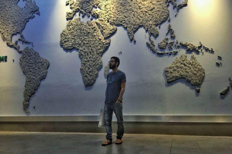 Hassan al-Kontar saat berada di bandara internasional Kuala Lumpur di Malaysia.