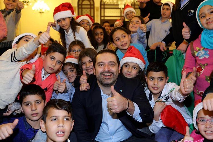 Perdana Menteri Lebanon, Saad al-Hariri, merayakan Natal bersama anak-anak yatim piatu di Beirut (23/12/2017).