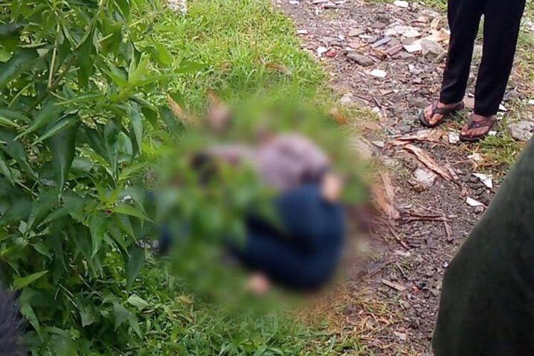 Petugas kepolisian Polres Bogor mendatangi lokasi kejadian penemuan mayat perempuan di Kecamatan Megamendung, Kabupaten Bogor, Jawa Barat, Rabu (10/3/2021).
