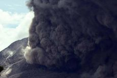 Tiga Kali Erupsi Gunung Sinabung, Guguran Awan Panas hingga 4.000 Meter