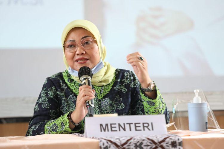 Menteri Ketenagakerjaan Ida Fauziyah memberikan arahan kepada jajaran Kepala Disnaker di Bandung, Jawa Barat, Minggu (9/8/2020).