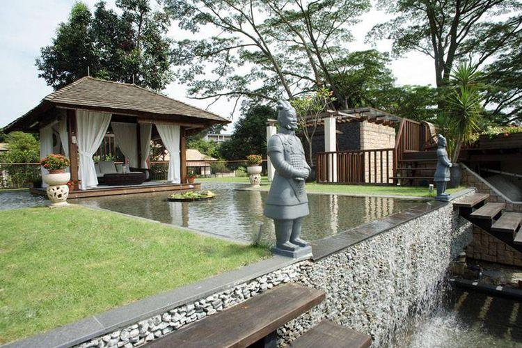 Gazebo dengan kolam hias, karya Iwan Sastrawiguna