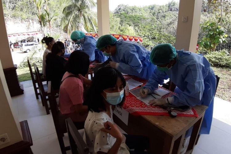 Vaksinasi di Kawasan Wisata Religi Gua Maria Tritis