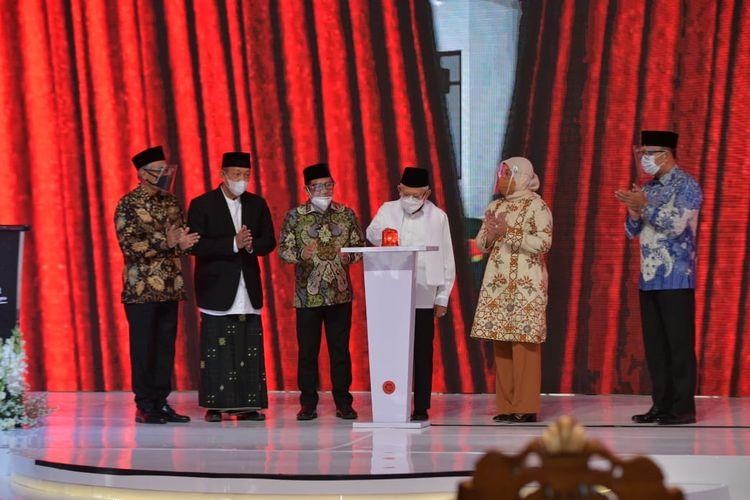 Wakil Presiden Ma'ruf Amin saat meresmikan BLK Komunitas dan Bank Wakaf Mikro di Pondok Pesantren Cipasung, Tasikmalaya, Jawa Barat, Selasa (8/6/2021),